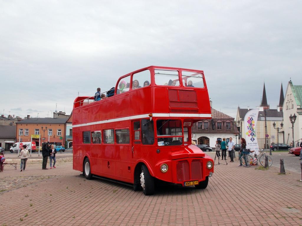 Autobus piętrowy na linii turystycznej