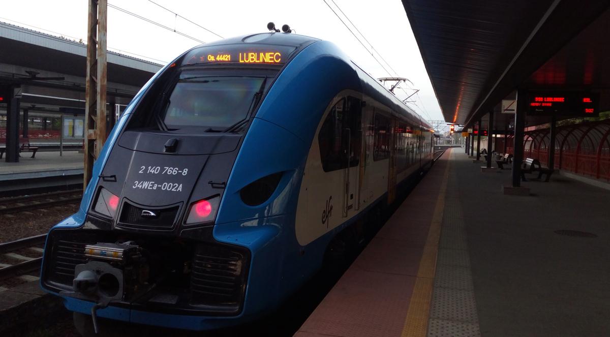 Pociąg Kolei Sląskich na częstochowskim dworcu