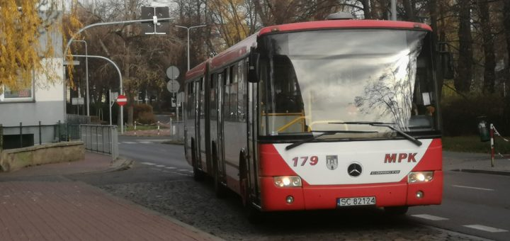 Autobus przegubowy Mercedes Conecto