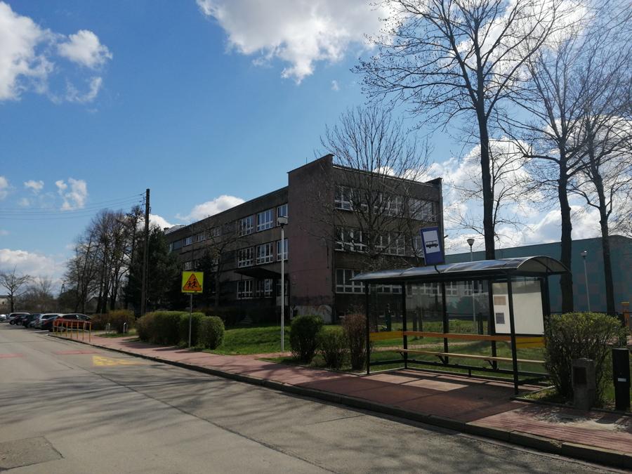 Budynek szkoły od ul. Orlej
