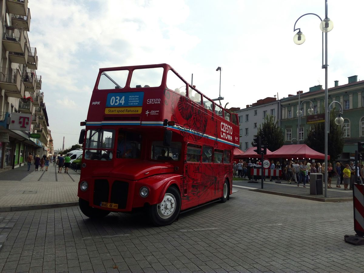 Autobus piętrowy na linii 034