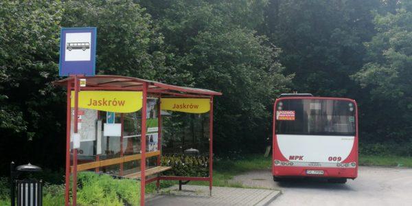 Autobus linii 30 w Jaskrowie